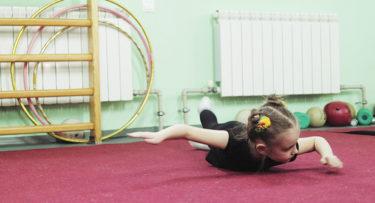 幼児期から体操の基本を学べば、様々なスポーツに活かせる?専門家に聞いてみた
