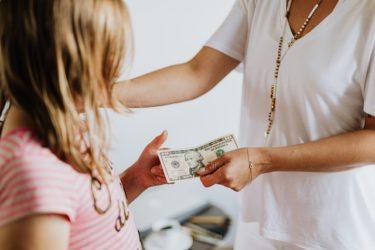 パパママ質問箱:子供へのお小遣いはどうしてますか?何歳から、いくらあげればよいでしょうか?